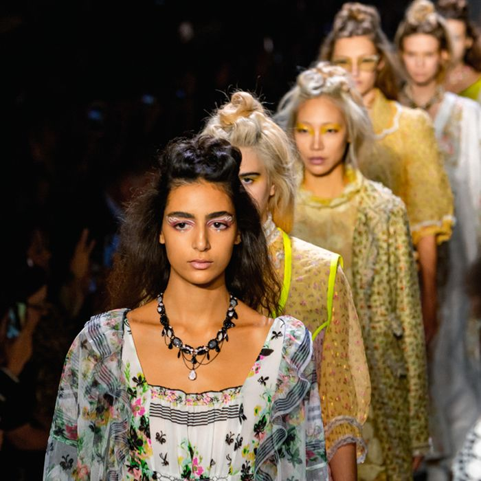 GRUNGE GIBSON GIRLS WITH GARREN: ANNA SUI SS20