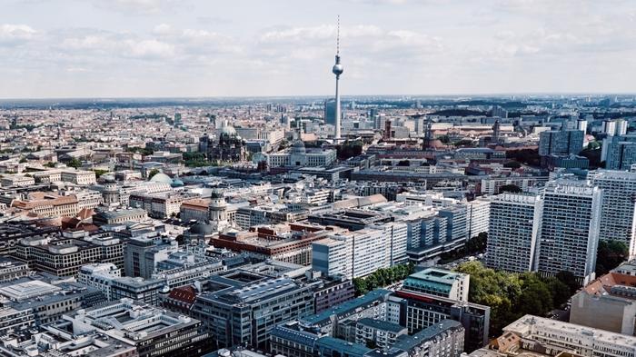 Berliner Fernsehturm aus der Luft