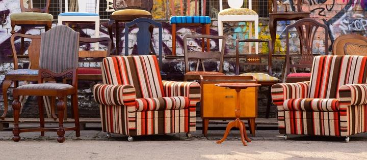 Möbel auf der Straße in Berlin