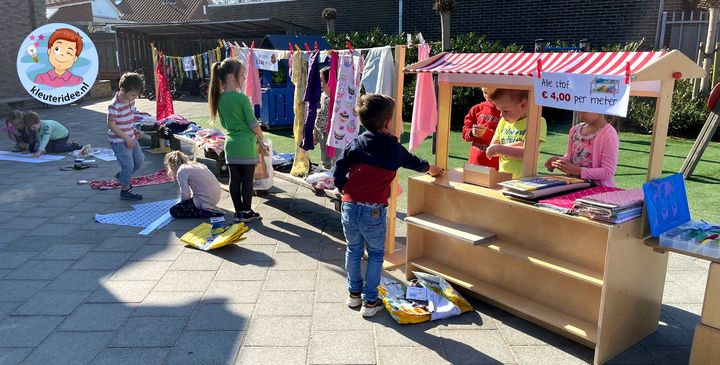 stoffenmarkt, lapjesmarkt, thema kleding met kleuters, kleuteridee