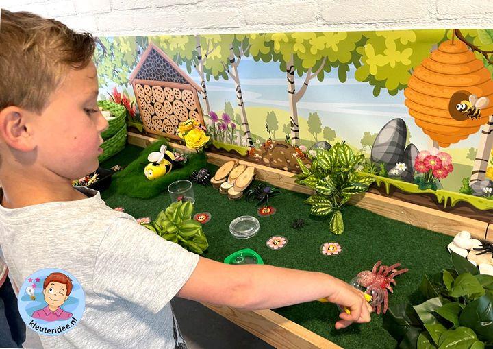 Speeltafel insecten Kleuteridee, thema insecten en kriebelbeestjes