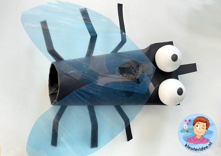 vlieg knutselen met kleuters, thema insecten, kleuteridee