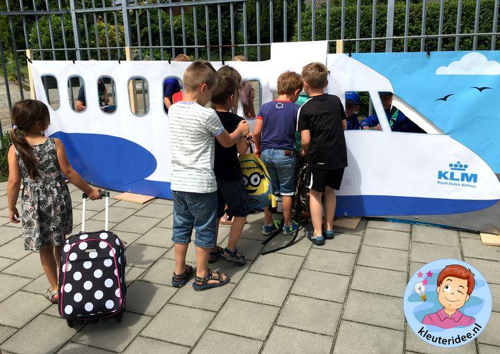 Groot vliegtuig voor kleuters, kleuteridee, rollenspel, Kindergarten airport role play