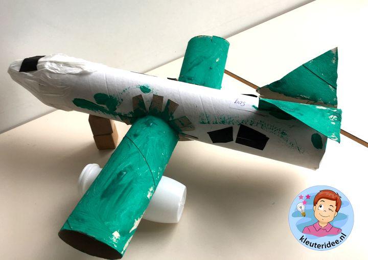 Vliegtuig met motoren knutselen, thema vliegveld voor kleuters, kleuteridee, Kindergarten airport craft