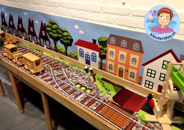 thematafel trein, kleuteridee kinderspeelmat