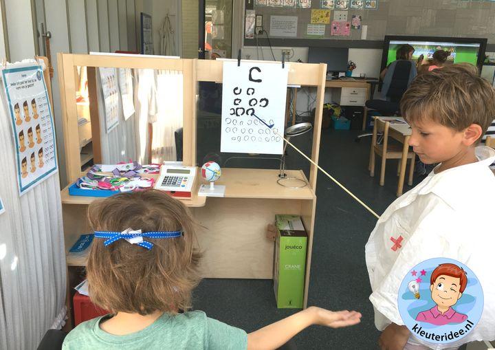 Themahoek opticien voor kleuters, kleuteridee,thema het oog, kindegarten optician role play, eye theme