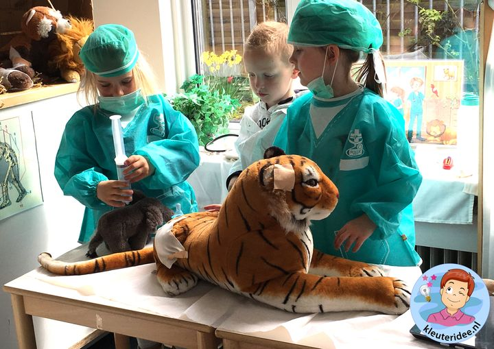 Safari dierenpost kleuters, thema Afrika,kleuteridee, Kindergarten roleplay African animal clinic, Africa theme