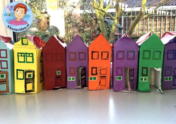 Huizen met brievenbus en huisnummer, thema post en pakket, kleuteridee