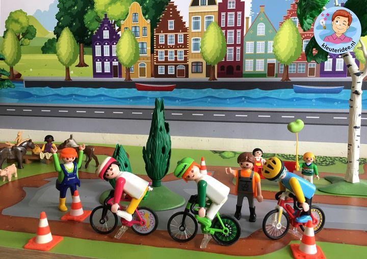 fietsenwinkel, speeltafel thema de fiest, kleuteridee