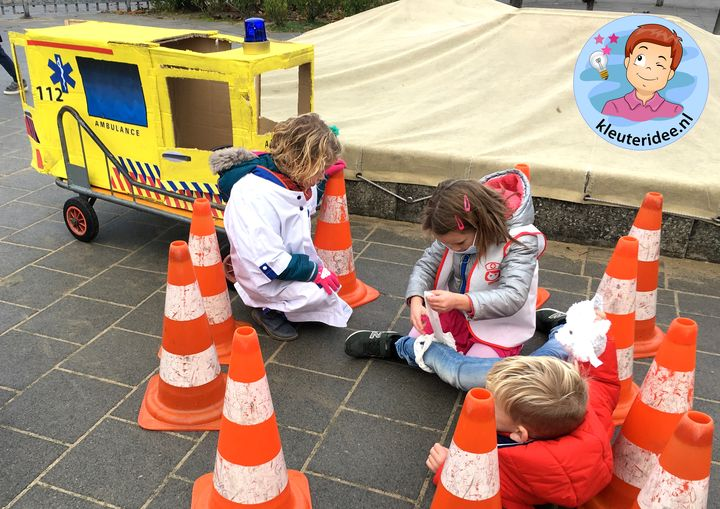Ambulance spelen met kleuters, thema ziek, kleuteridee