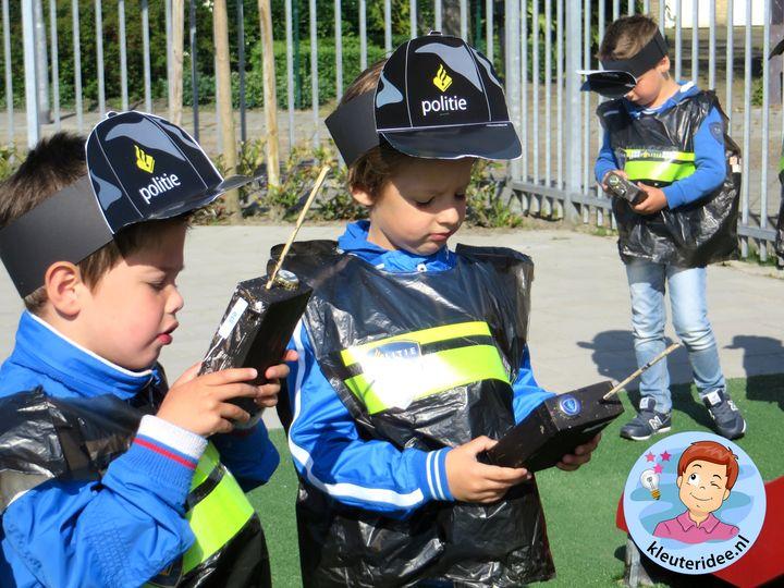 cap en protofoon knutselen met kleuters, kleuteridee.nl, thema politie met gratis downloads