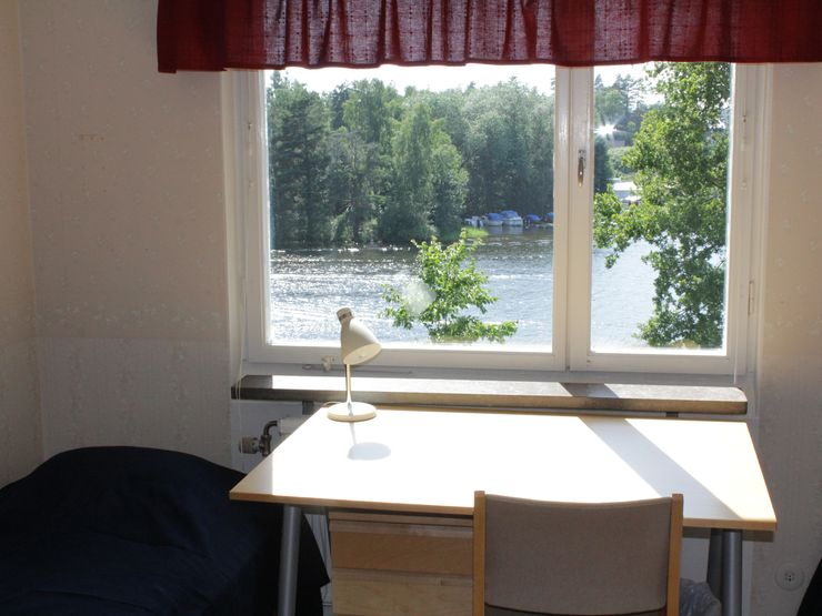 Västergården villa sovrum med utsikt över sjön