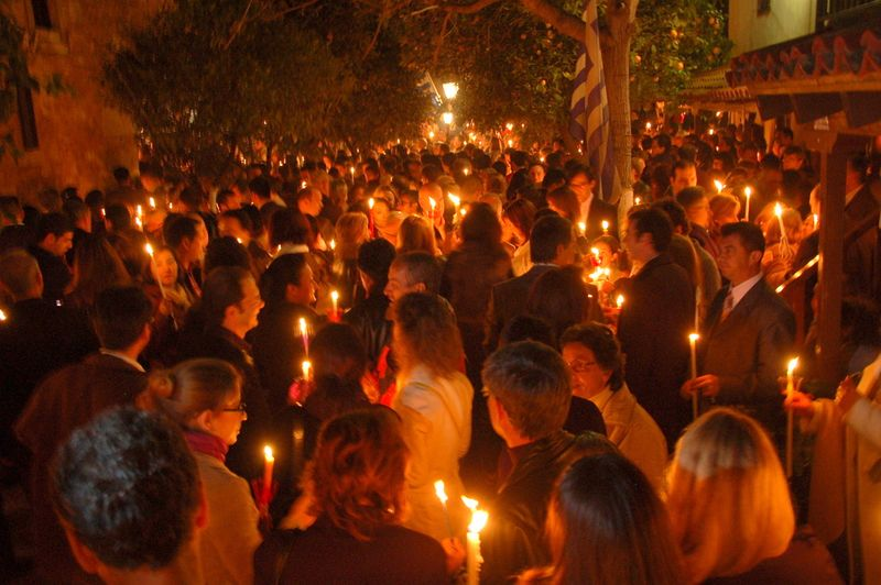 A crowd with candles of Holy Saturday