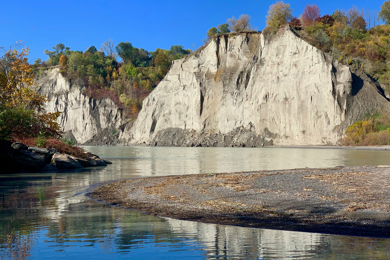 Reflection of the Scarborough Bluffs onto the lake from a hidden path.