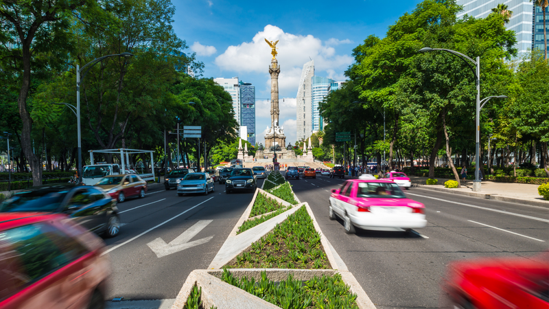 Rush hour in Mexico City, looking toward the Angel of Independence.