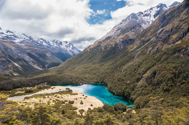 Blue lakes and snow-capped mountains at Nelson Lakes National Park