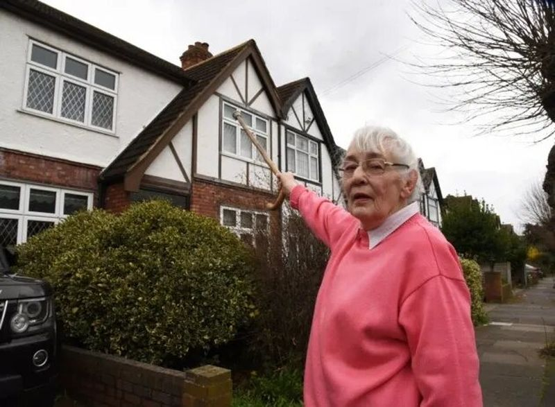 pensioners ripped off by bogus roofer in the london borough of Redbridge