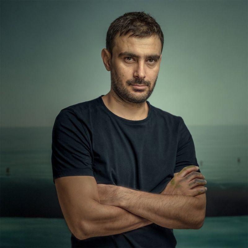 Mehdi Ghadyanloo folding his arms
