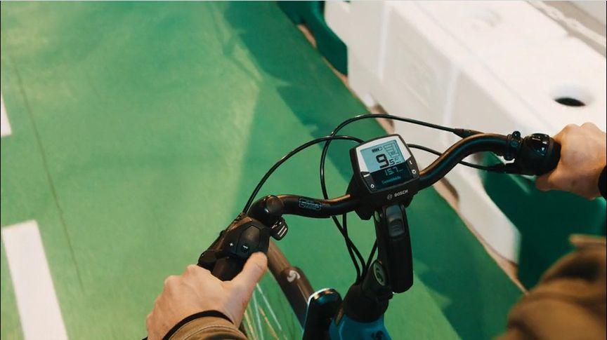 Close-up van Bosch Intuvia e-bike display