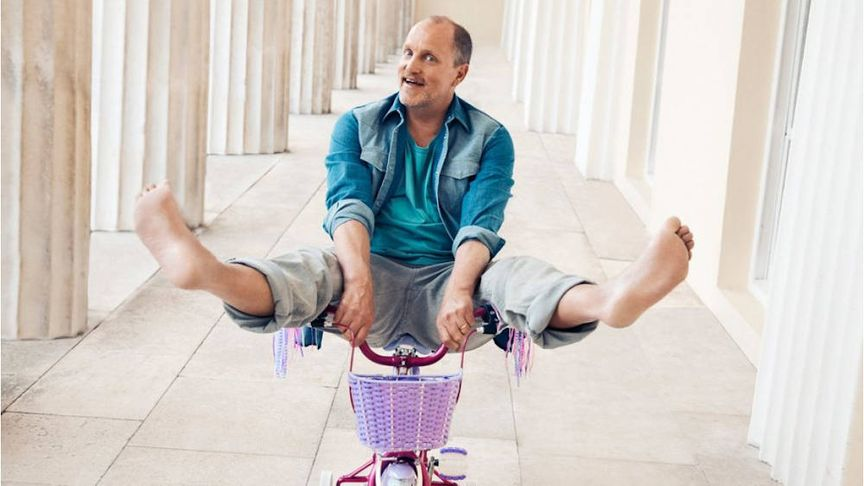 Woody Harrelson on a Raleigh Molli