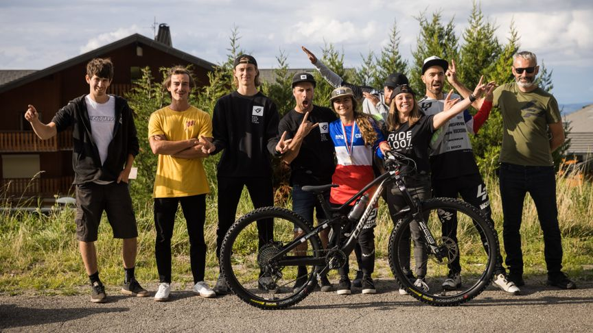 Isabeau Courdurier - 2021 enduro french champ with the Lapierre Zipp Collective crew