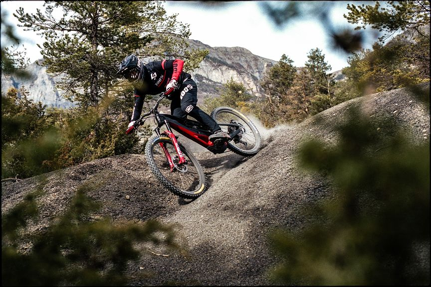 Lapierre Overvolt GLP 2 Electric Enduro Mountainbike - downhill action