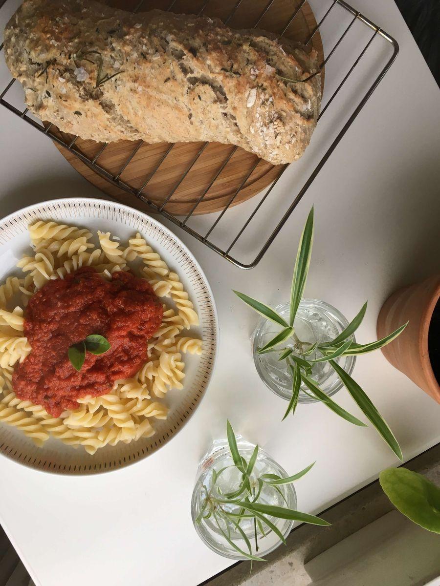 marinara sauce på pasta taget oppefra
