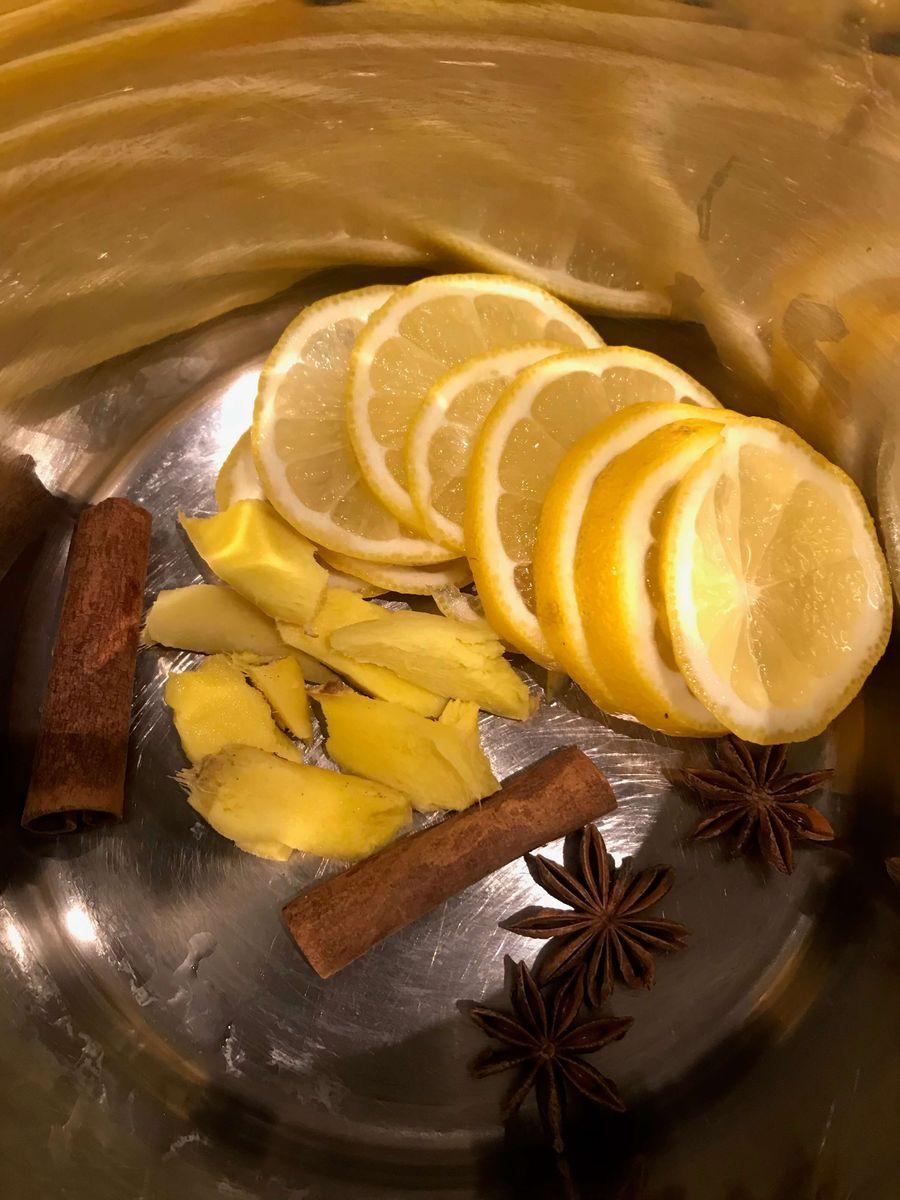 Ingrendienserne til æblegløgg