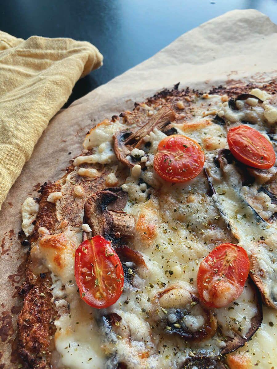 Blomkålspizza med aubergine og ricotta