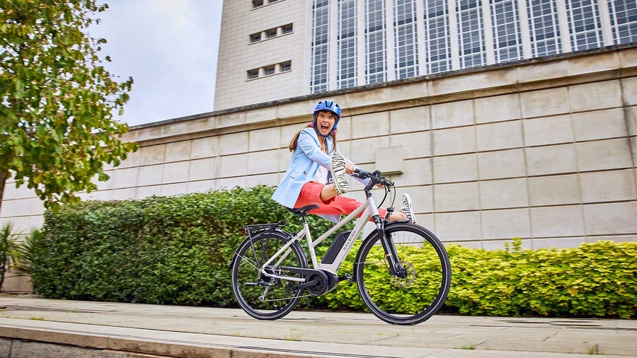 Raleigh Motus ebike cycling in the City