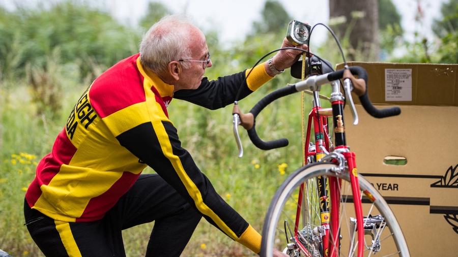 Joop Zootermelk adjusting his new TI-Raleigh Anniversary Edition