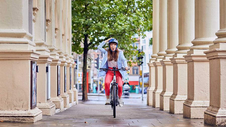 Lady riding a Raleigh Motus ebike in the City