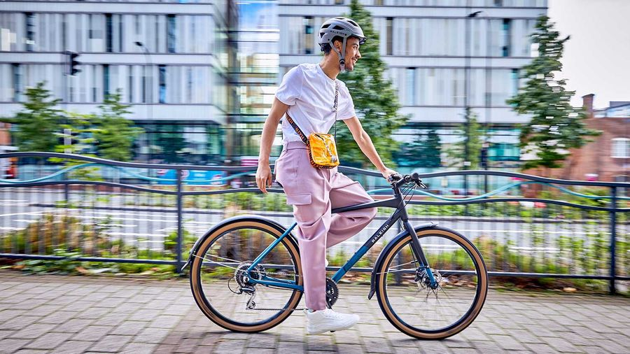 A man riding the Raleigh Strada City in summer
