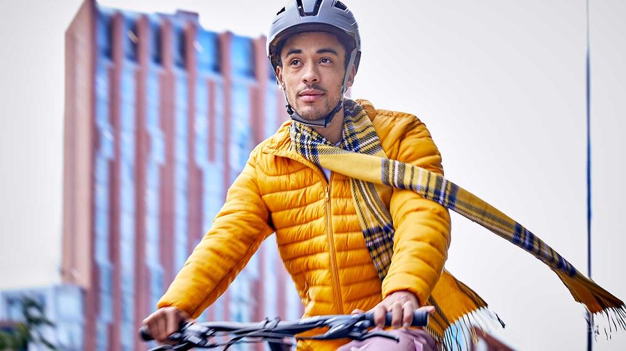 A man riding the Raleigh Strada in winter