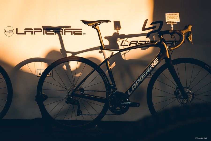 Distributors page - image of a Lapierre bike standing on exhibition
