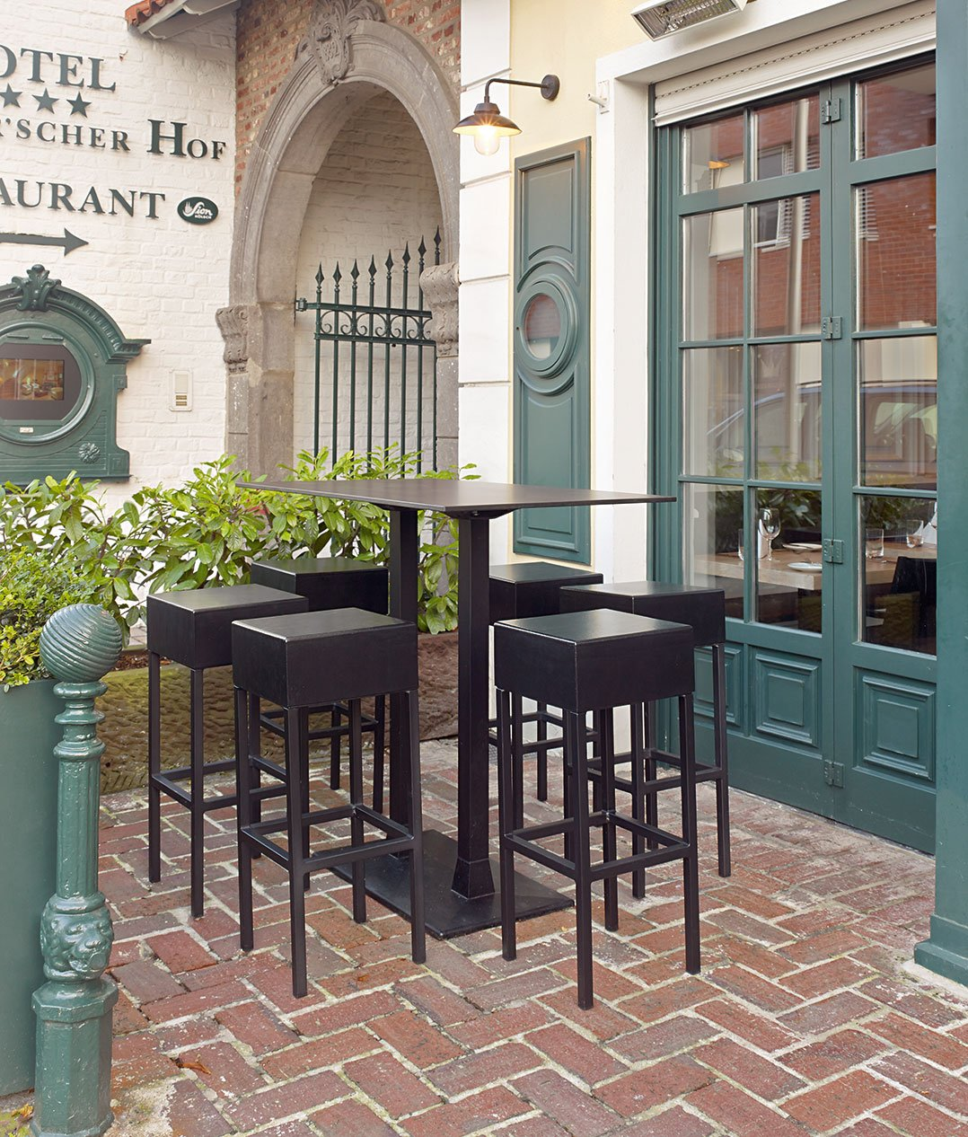 Outdoor Outdoor barstools for your restaurant or hotel