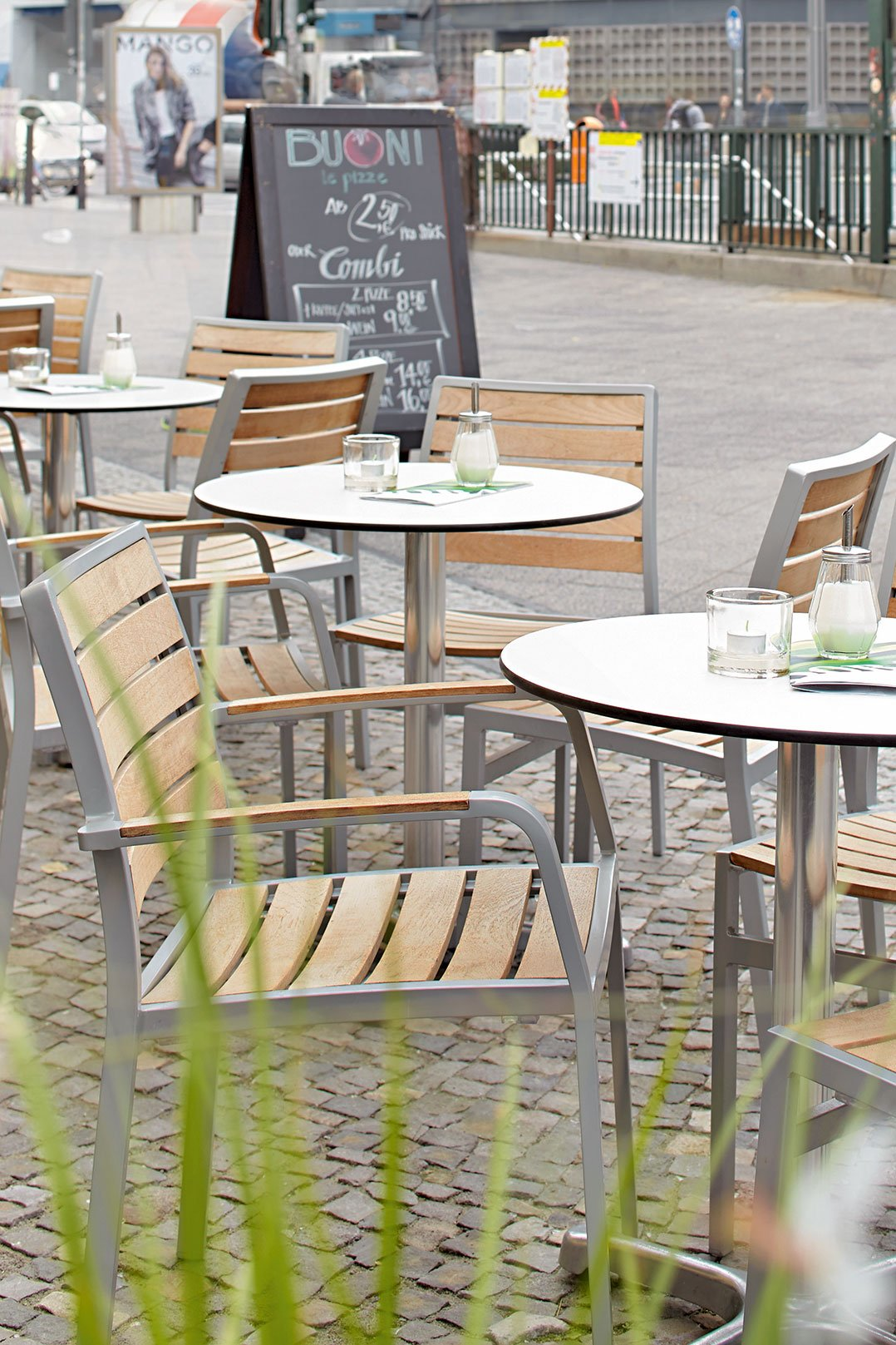 Outdoor chairs for your restaurant or hotel